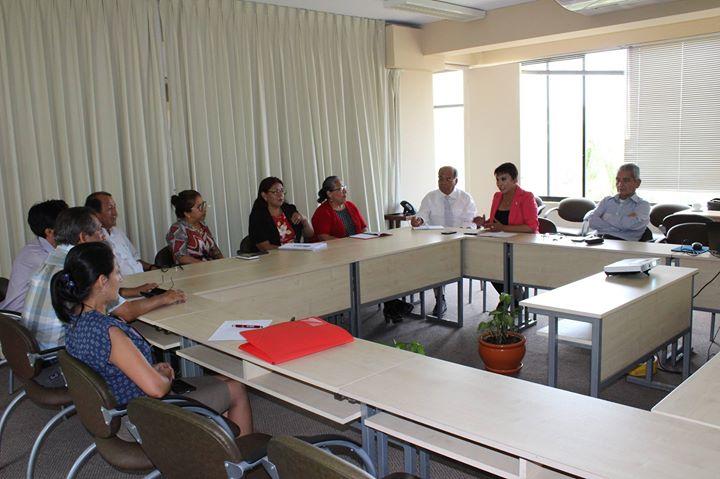 Decanos y miembros de la Escuela de Estudios Generales se reúnen