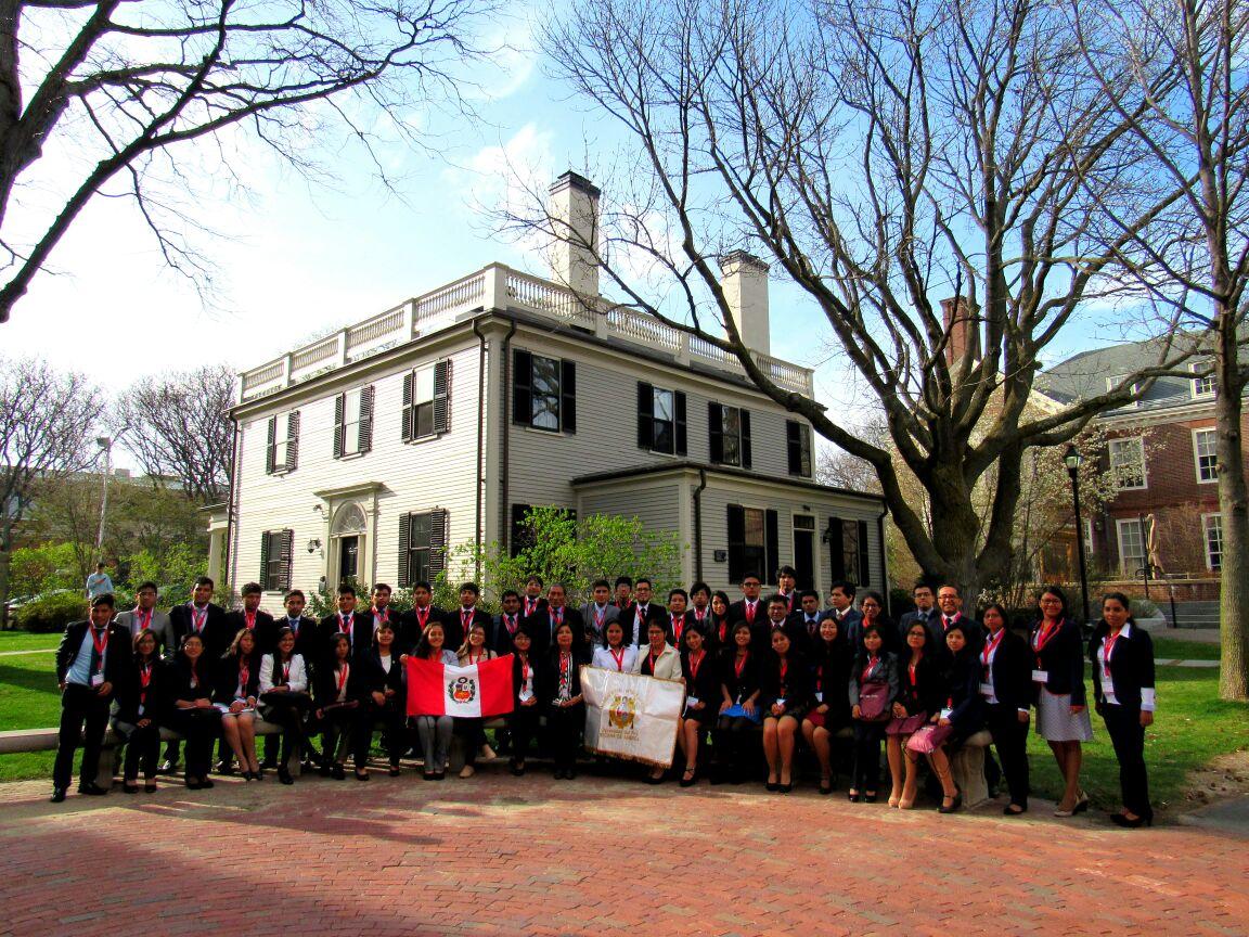 Estudiantes de las áreas médicas e ingenierías en Harvard hasta el 29 de abril